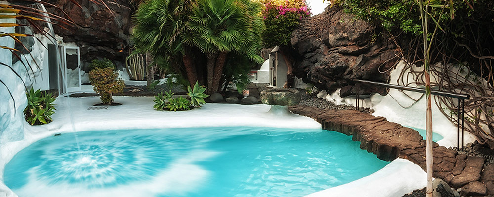 House perfectly integrated in the lava that surrounds it - Casa museo cesar manrique ...